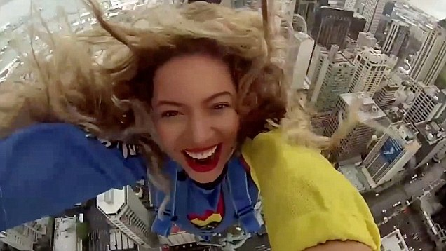 beyonce-bungi-jumps-from-sky-tower2