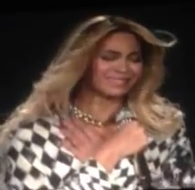 "Beyonce Breaks Down On Stage During Last Show Of Mrs. Carter Tour: ""I'm Giving Ya'll An Ugly Cry"""