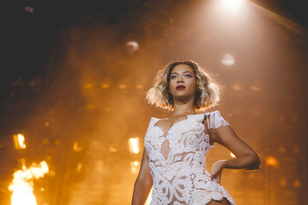 Beyonce Rocks New Wavy Blonde Bob While On Tour